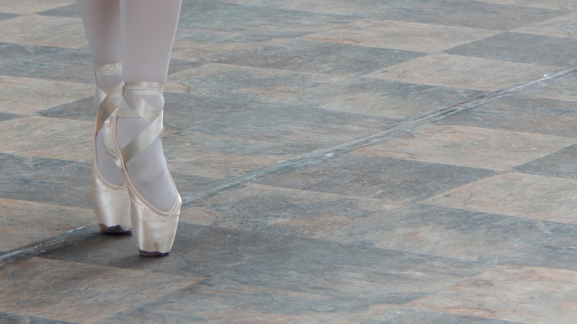 dance-1526241_1920
