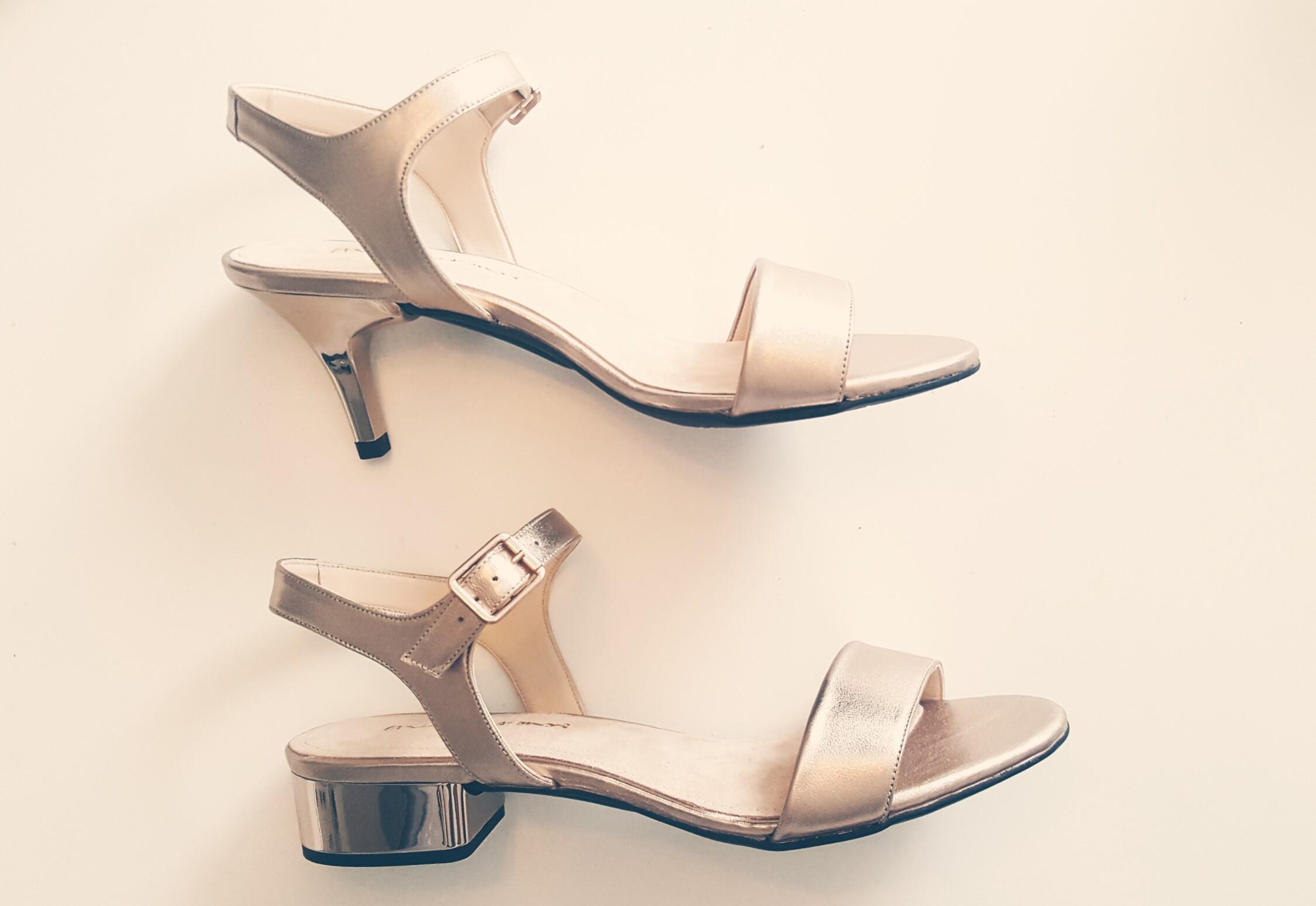 Vergleich der Blockabsätze flach mit dem 7cm Stiletto Absatz bei den Schuhen von Mime et Moi